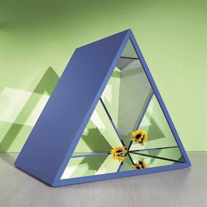 Triangolo degli specchi ambientato